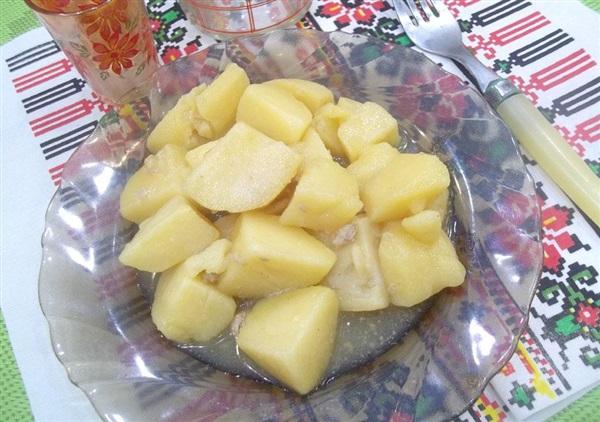 Тушкована картопля в мясному бульйоні: покрокові фото, відео