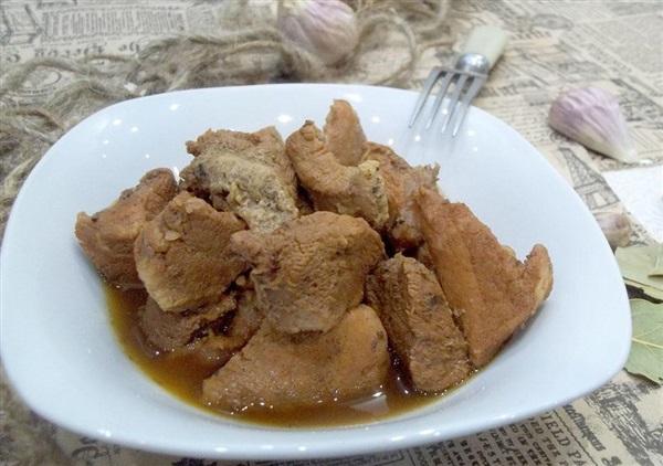 Варене мясо у власному соку: покроковий рецепт з фото