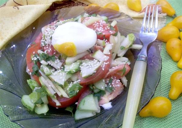Овочевий салат з грушами і яйцем-пашот: покрокові фото, відео