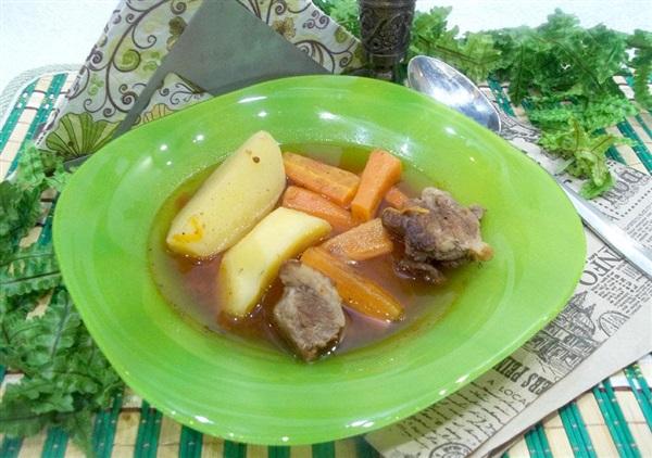 Печеня з мясом і овочами в томатному соусі в духовці — як приготувати?